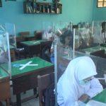 Mulai Uji Coba Pembelajaran Tatap Muka, Kelas di SMADA Nganjuk Dilengkapi Perisai