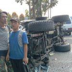 Ban Lepas, Sebuah Jip di Jombang Tabrak 3 Kendaraan dan Terguling