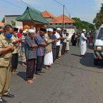 Proses Pemakaman IRT di TPU Dawuhan Situbondo Terapkan SOP Covid-19