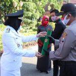 Tandu Ibu Melahirkan di Hutan, Polisi Nganjuk Terima Penghargaan dari Bupati Bojonegoro