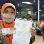 Warga Jember Ramai Tukar Uang Rp 75 Ribu ke Bank Indonesia