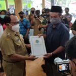 Bupati Blitar Serahkan 150 Sertifikat Program PTSL di Desa Ngeni Wonotirto