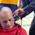 Video: Warga Jember Cukur Gundul Mensyukuri Bupati Kena Sanksi