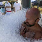 Wow, Pria Ini Betah Berendam dalam Balok Es Selama 2,5 Jam