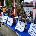 Tak Lolos Pendaftaran Pilwali Blitar, Pendukung Bapaslon Independen Demo di Bawaslu