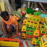 Mengandalkan Satu Tangan, Penyandang Disabilitas di Blitar Sulap Kayu Limbah Jadi Miniatur Truk