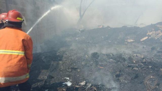 Gudang Plastik Bekas di Krian Sidoarjo Terbakar