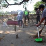 Terjaring Operasi Yustisi, Belasan Warga Jombang Dihukum Bersihkan Makam
