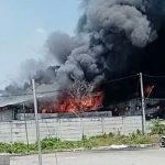 Gudang Pabrik WIN di Lamongan Terbakar, Diduga Akibat Percikan Las