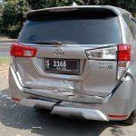 Kecelakaan Beruntun di Perak Jombang, Empat Mobil dan Satu Motor Ringsek