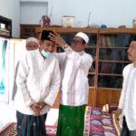 Bacabup Achmad Fauzi Dapat Hadiah Songkok Berlambang GMNU