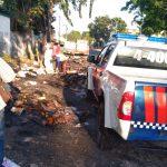 Tumpun Karton Bekas Terbakar di Atas Truk yang Sedang Milintas di Jombang