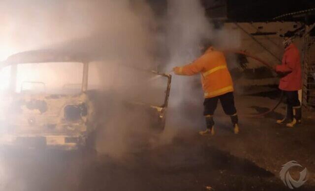Mobil Suzuki Carry dengan Tangki Modifikasi Terbakar di Jember