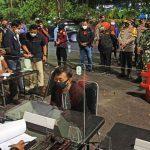 Tim Pemburu Pelanggaran Prokes Covid-19 Jaring Ratusan Pelanggar Tak Bermasker di Surabaya