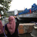 Tinjau Pembangunan Jembatan Joyoboyo, Risma Minta Tuntas November