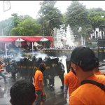 Simulasi Pengamanan Pilkada di Banyuwangi, Aparat Pukul Mundur Perusuh