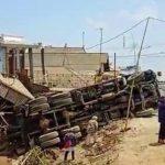 Truk Tronton Sasak 4 Rumah di Jalur Wisata Bromo