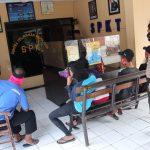 Warga Ngeluruk Mapolsek Diwek Jombang, Desak Polisi Tangkap Terduga Pencabulan Bocah TK