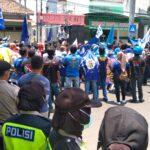 Ribuan Buruh di Jombang Demo, Desak DPRD Dukung Penolakan UU Cipta Kerja