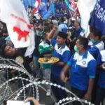 Tolak UU Ciptaker di Surabaya, Buruh Bakar Kemenyan