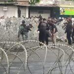 Ricuh Demo Tolak UU Cipta Kerja di Jember, Gedung Dewan Dilempari Batu dan Petasan