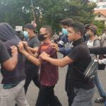 Ratusan Penyusup Demo UU Ciptaker di Surabaya Diamankan, Kedapatan Bawa Batu