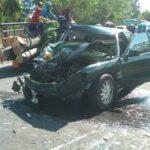 """Kecelakaan di Pamekasan """"Adu Banteng""""Pikap dan Mobil Sedan Ringsek"""