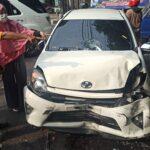 Pecah Ban, Mobil Agya Tabrak Tiga Kendaraan di Sidoarjo