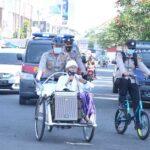 Naik Becak Keliling Kota,  Ketua MUI Situbondo Imbau Warga Disiplin Prokes