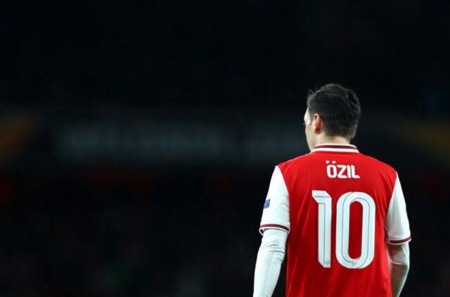 Mantan Pemain Arsenal Ini Sarankan The Gunners Lupakan Ozil