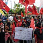 Ratusan Mahasiswa Penolak UU Cipta Kerja 'Geruduk' Kantor DPRD Kota Blitar