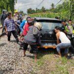Daihatsu Ayla Tertabrak Kereta, Sekeluarga di Jember Lolos dari Maut