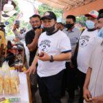 Haji Hendy Datang ke Festival Layangan, Sekaligus Borong Produk UMKM Warga