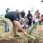 Gerakan Penghijauan, Pjs Bupati Blitar Tanam Pohon di Gondomayit