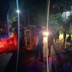 Truk Pengangkut Tebu Terguling, Jalur Malang – Blitar Macet Parah