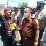 Dituntut Bongkar Korupsi, Kejaksaan Pamekasan Dihadiahi Bebek Oleh Pendemo