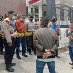 Demo Dugaan Korupsi Pengadaan Mobil, Kejari Pamekasan Dihadiahi Antangin dan Bodrex