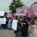 """Perangkat Desa """"Mesum"""" di Jombang Enggan Mundur, Warga Kembali Lurug Balai Desa"""