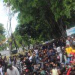 Ribuan Mahasiswa Banyuwangi Demo Tolak UU Ciptaker di DPRD