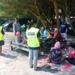 Operasi Yustisi di Pantai Jolosutro Blitar, 18 Pelanggar Prokes Ditindak
