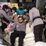 Demo UU Ciptaker di Lumajang Ricuh, Kabag Ops Polres Bocor di Kepala
