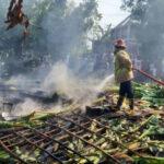 Tiga Rumah di Jombang Ludes Terbakar, Hanya Tersisa Puing-Puing