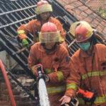 Diduga Memasak dan Ditinggal Pergi, Satu Rumah di Surabaya Dilalap Api