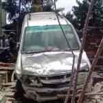 Isuzu Panther Hantam Tembok Pemakaman Umum di Tulungagung, Pengemudi Tewas