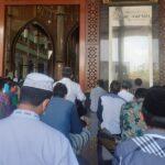 Cegah Covid-19, Salat Jamaah di Masjid Agung Al Fattah Mojokerto Diberlakukan Prokes