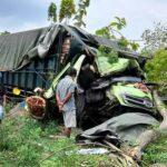 Rem Blong, Truk Tabrak Pohon di Ngawi, Sopir Tewas