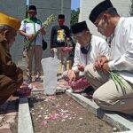 Hari Pahlawan, BHS dan Taufiqulbar Ziarah ke TMP Sidoarjo Bareng Veteran