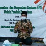 Bantu Penerapan Prokes Santri, Plt. Bupati Kudus Sumbang APD untuk Ponpes