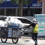 Kisah Seorang Pemulung di Banyuwangi, Tetap Mandiri di Tengah Pandemi