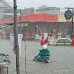 Dua Jam Diguyur Hujan Deras, Sejumlah Jalan Kota Blitar Banjir